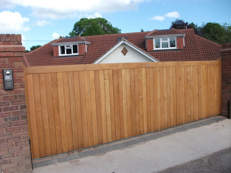 Automatic wooden gates in Exeter