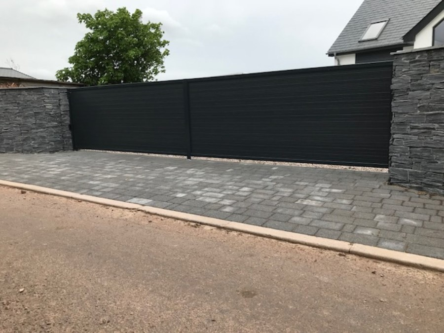 Large scale residential fencing in Exeter